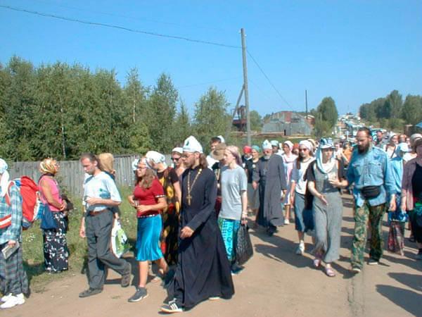 procession2 - Международные Дни Молодежи в Дивеево